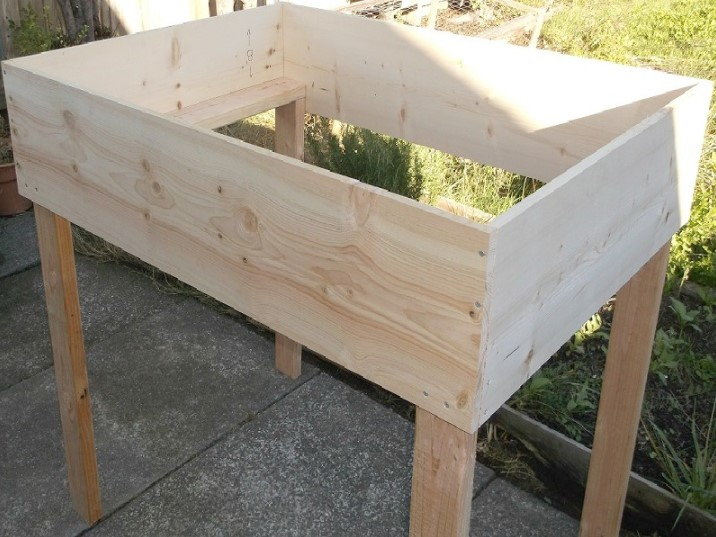 How To Build A Raised Garden Bed With, How Do You Make An Elevated Garden Bed With Legs